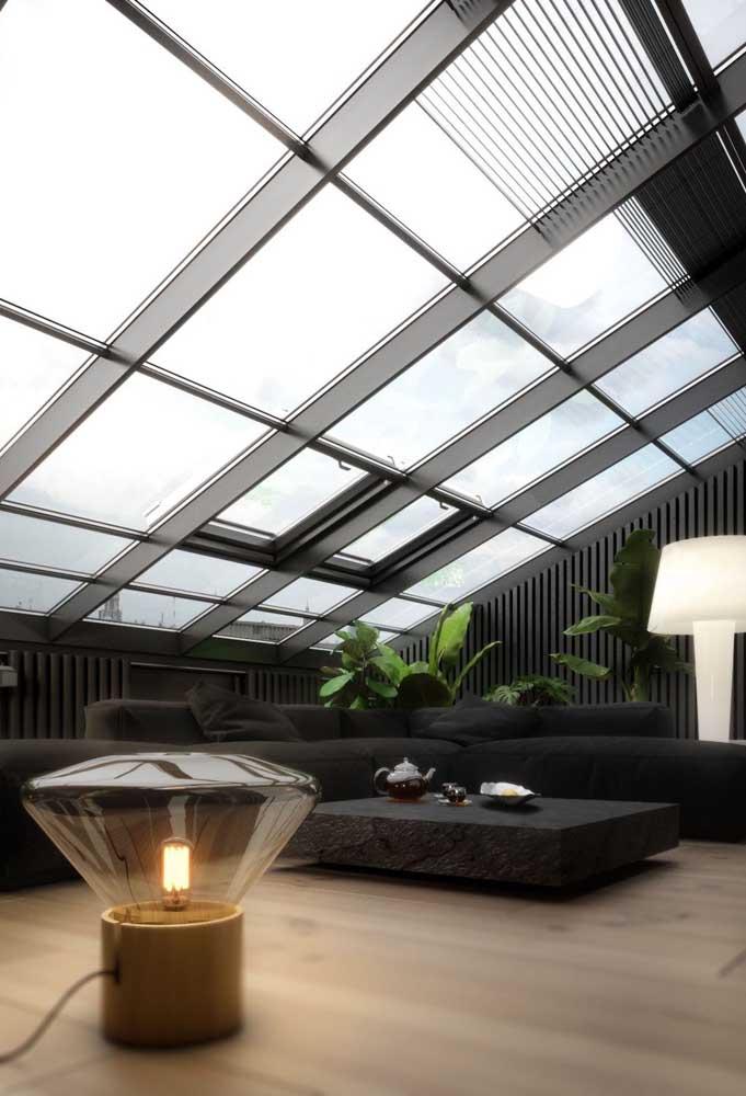 Terraço coberto com placas de vidro: uma maneira de garantir a vista para o lado externo