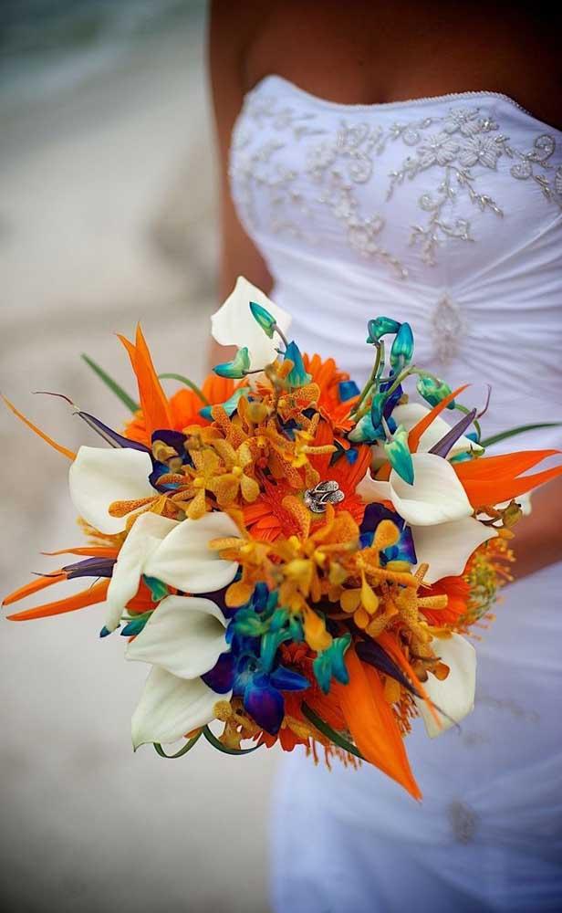 Buquê de estrelícias para um casamento de clima tropical