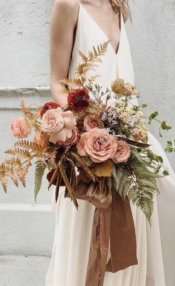 Buquê de flores rústico e em tons terrosos