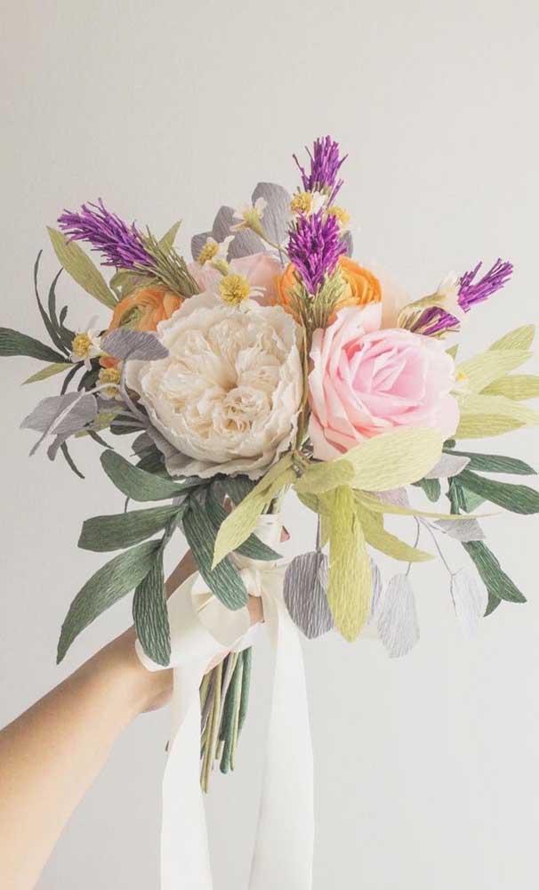 Buquê de flores de papel crepom, dá pra acreditar?