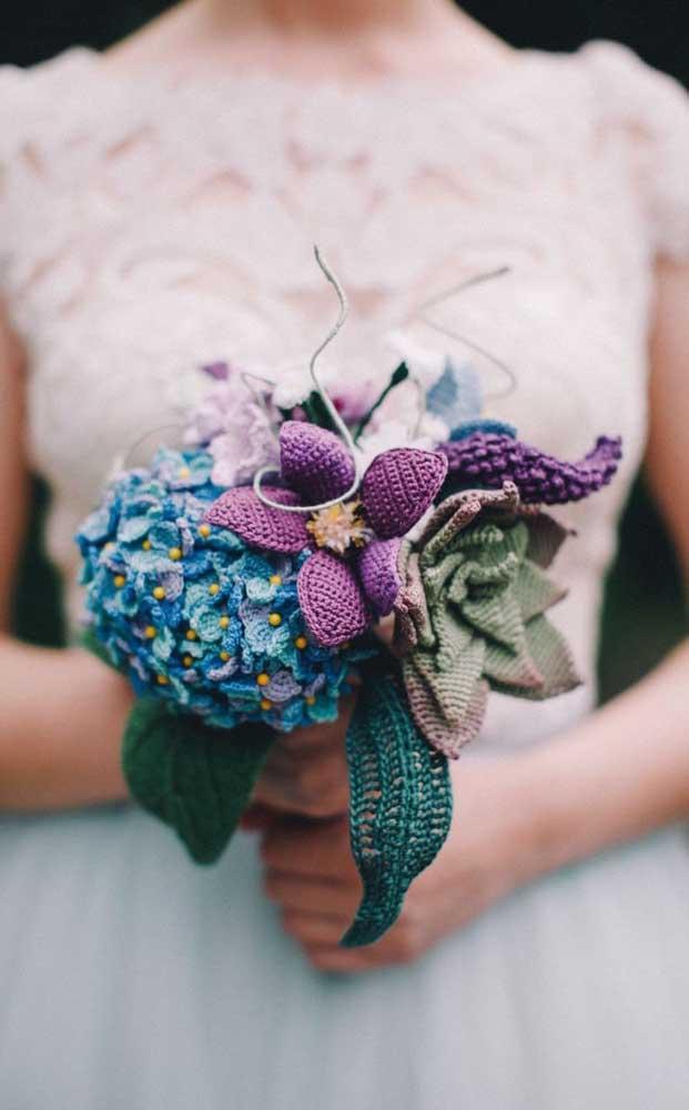 Flores de crochê também podem virar buquê de noiva