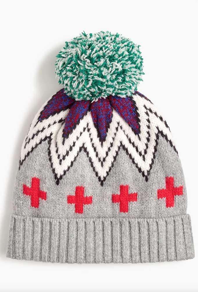 Touca de tricô estampada e com pompom colorido