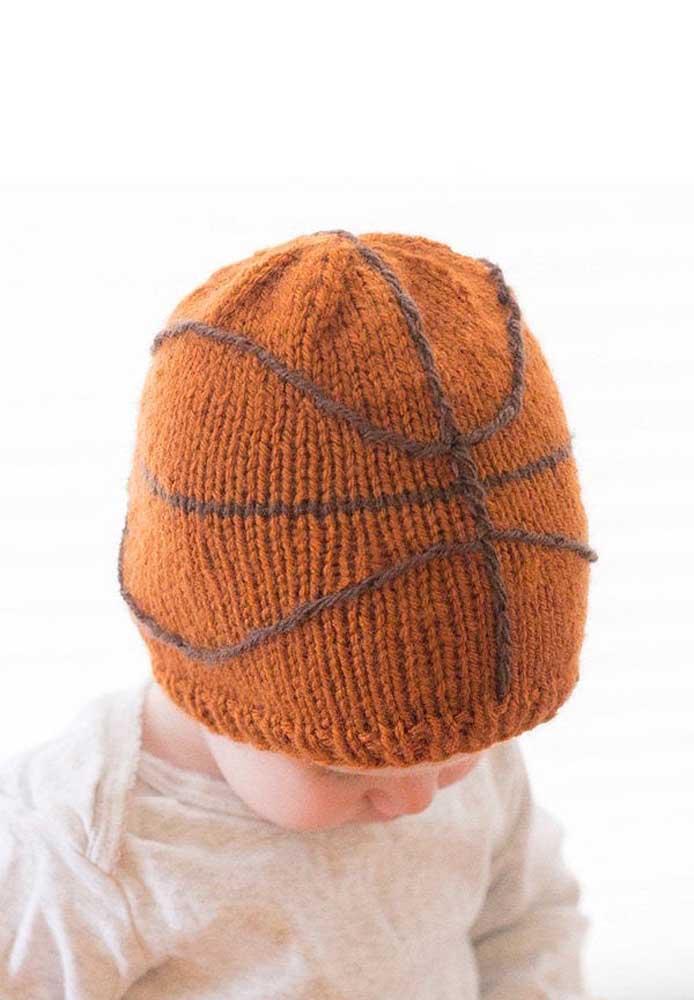 E o que acha de uma bola de basquete estampada na touca?