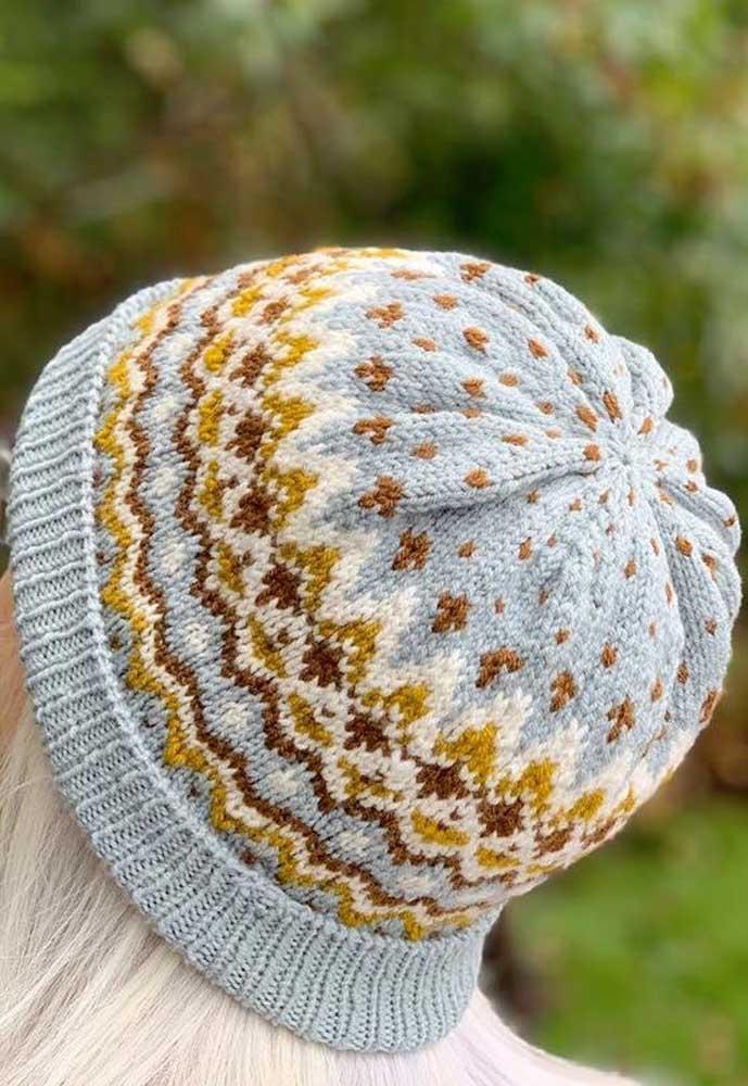 Touca de tricô simples e colorida: uma companheira para todos os momentos