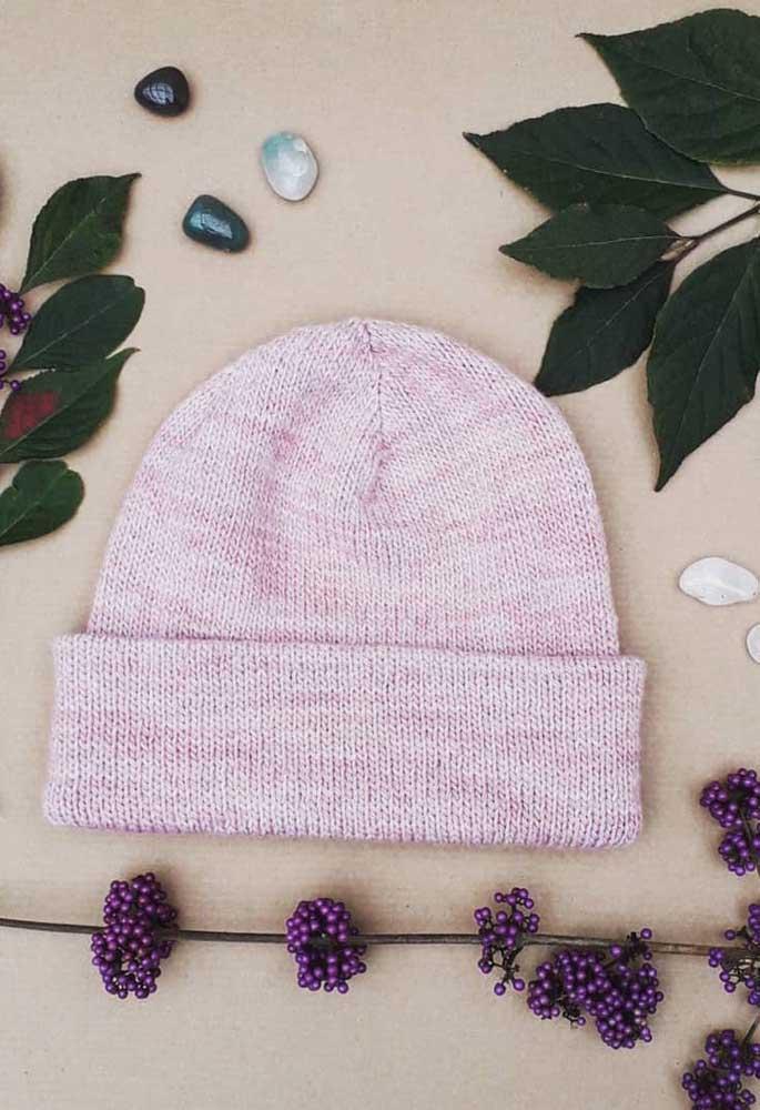Um lindo degradê em tons de rosa para a touca de tricô