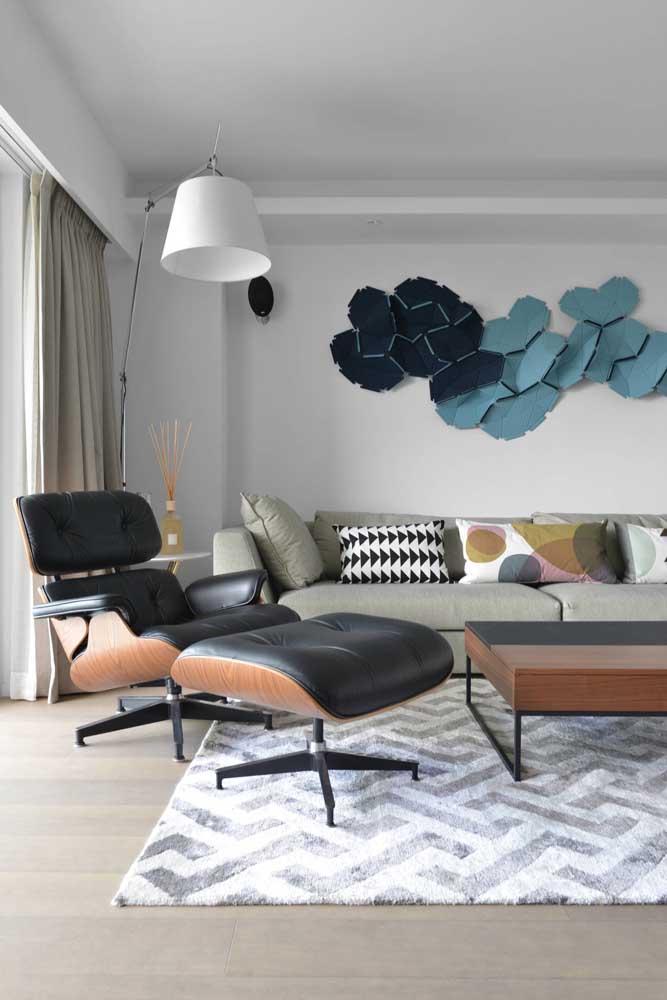 Um Chevron iluminado para o tapete dessa sala de estar