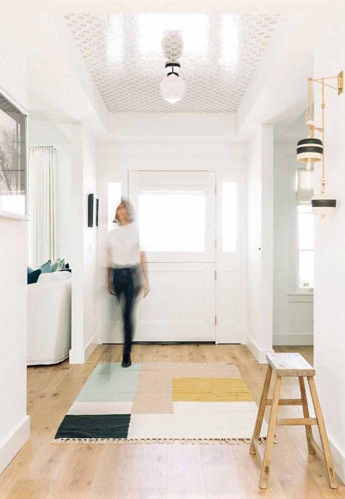 Geometria simples e colorida no hall de entrada