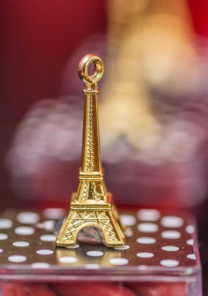 Torre Eiffel: um dos ícones da cidade onde se passa a história de Miraculous e da personagem Ladybug