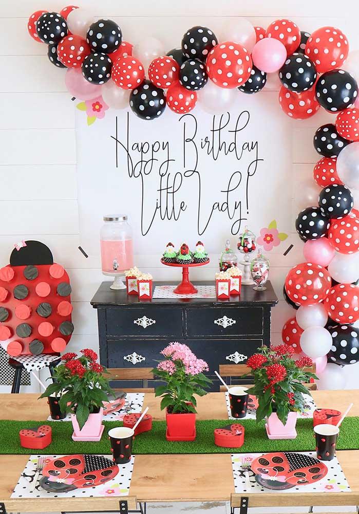 Uma festa Ladybug simples, mas sem deixar de ser encantadora