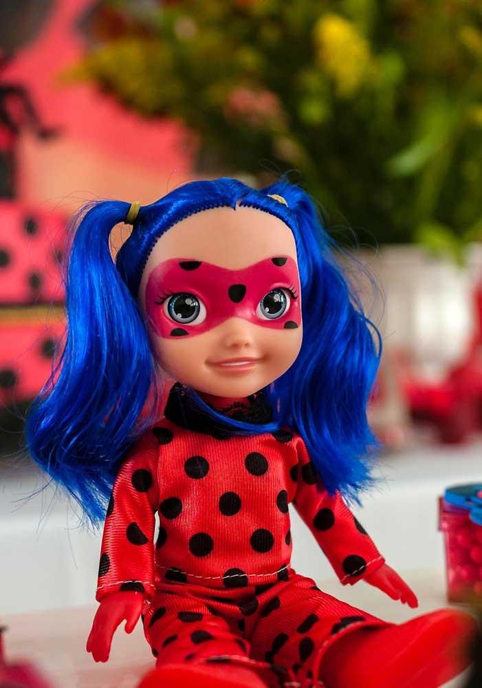 A bonequinha Ladybug também pode fazer parte da decoração da festa