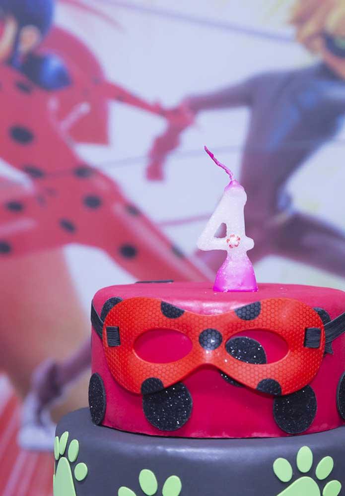 Bolo Ladybug simples e muito bem decorado