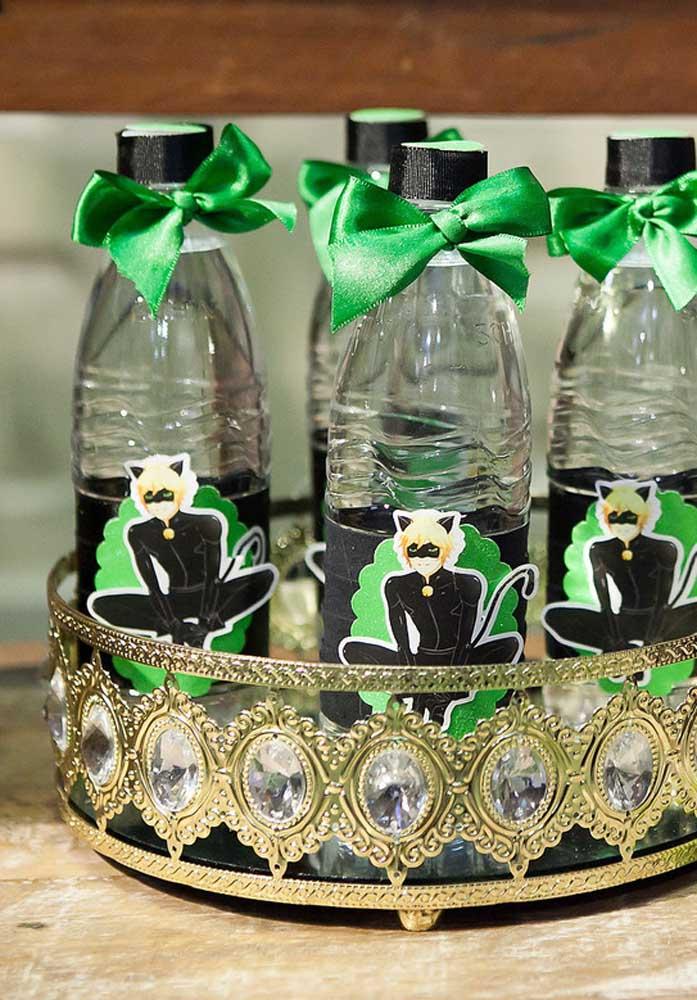 Garrafinhas de água personalizadas com o tema Ladybug: uma opção simples e barata de lembrancinha