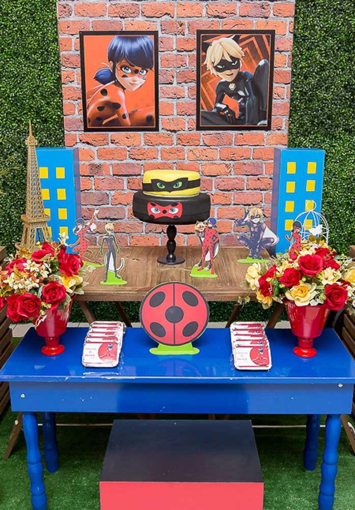 Uma pitada de azul para alegrar ainda mais a decoração da festa Ladybug