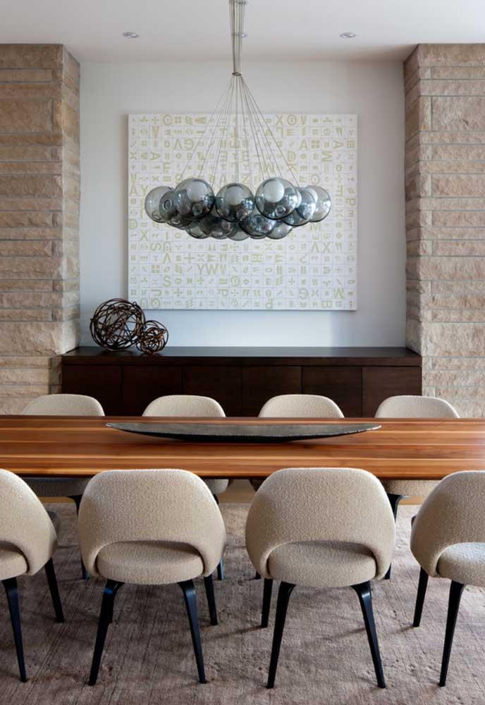Um centro de mesa elegante, discreto e harmônico com a decoração