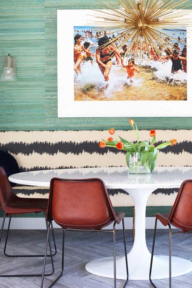 Tulipas para o centro de mesa da sala de jantar contemporânea