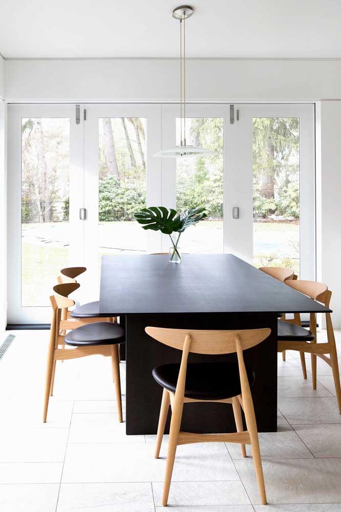 Para quem deseja seguir as últimas tendências, anote essa dica: centro de mesa com folhas de costela de adão