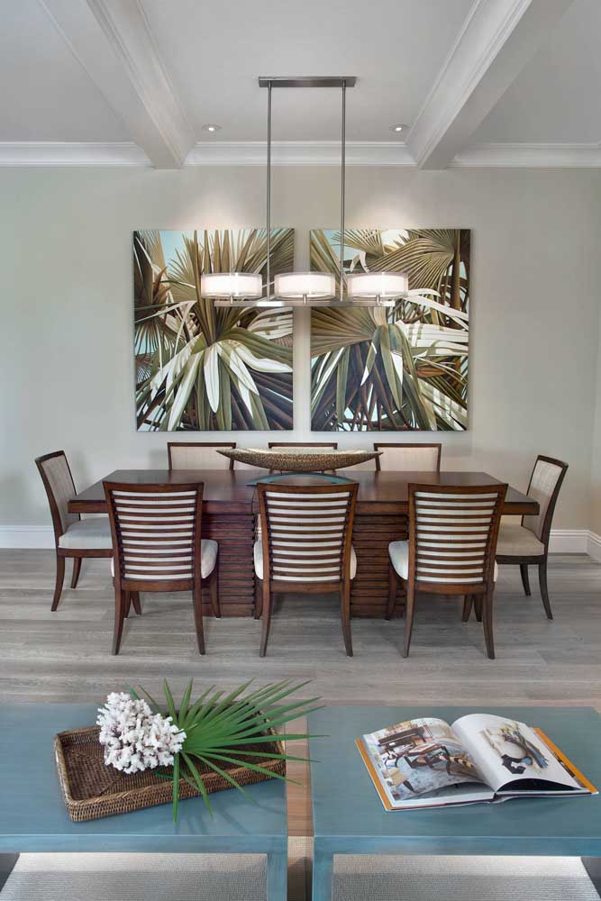 Uma dica para acertar no centro de mesa: escolha aquele que acompanha o formato e o tamanho da mesa