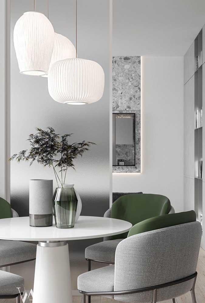 Trio de vasos diferenciados para compor o centro de mesa moderno