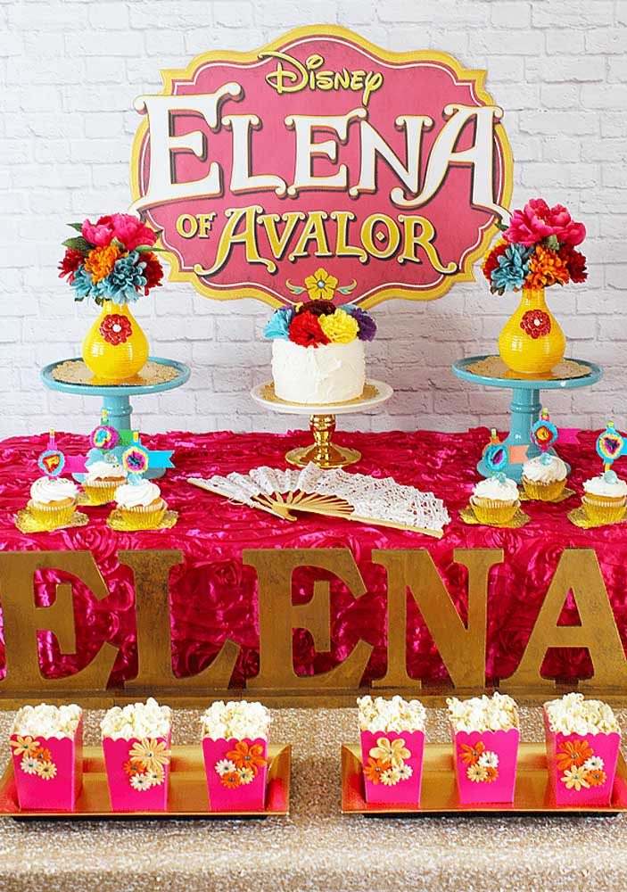 Você mesma pode fazer a decoração da festa tema Princesa Elena de Avalor.
