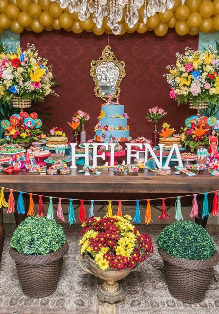 A festa Elena de Avalor fica ainda mais interessante se a aniversariante tem o mesmo nome.