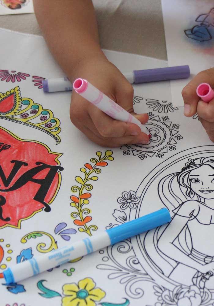 Separe um cantinho para as crianças soltarem a imaginação e criatividade.