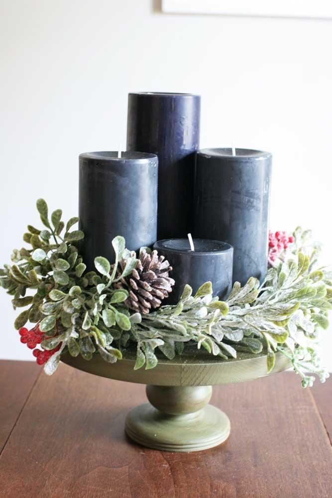 Quem disse que não dá para usar velas pretas no natal? Ouse e experimente!