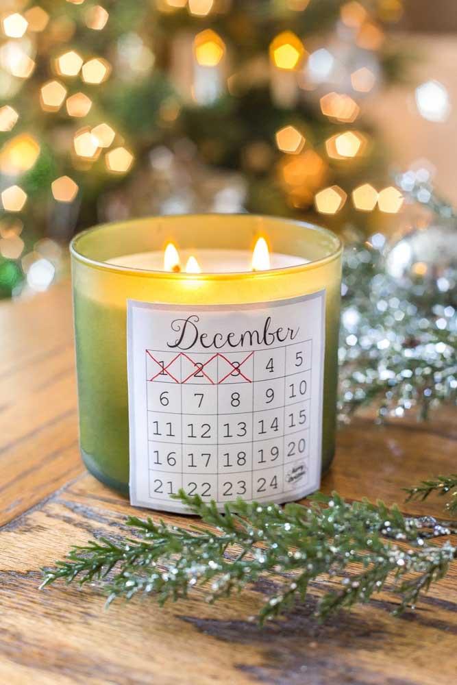 Calendário de dezembro no pote da vela. Ideia bem criativa!