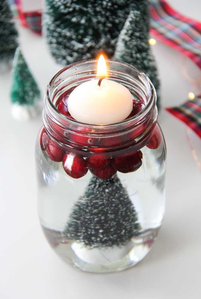 Arranjo de natal com vela flutuante. Uma ideia para você se inspirar e reproduzir facilmente aí na sua casa