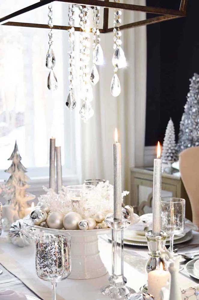 Velas prateadas para uma mesa de natal chiquérrima!