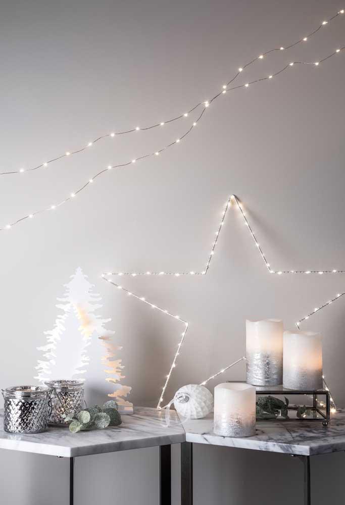 Velas de natal na mesma cor da decoração