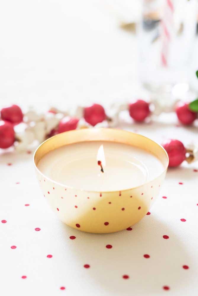 Uma vela e um potinho. Só isso!