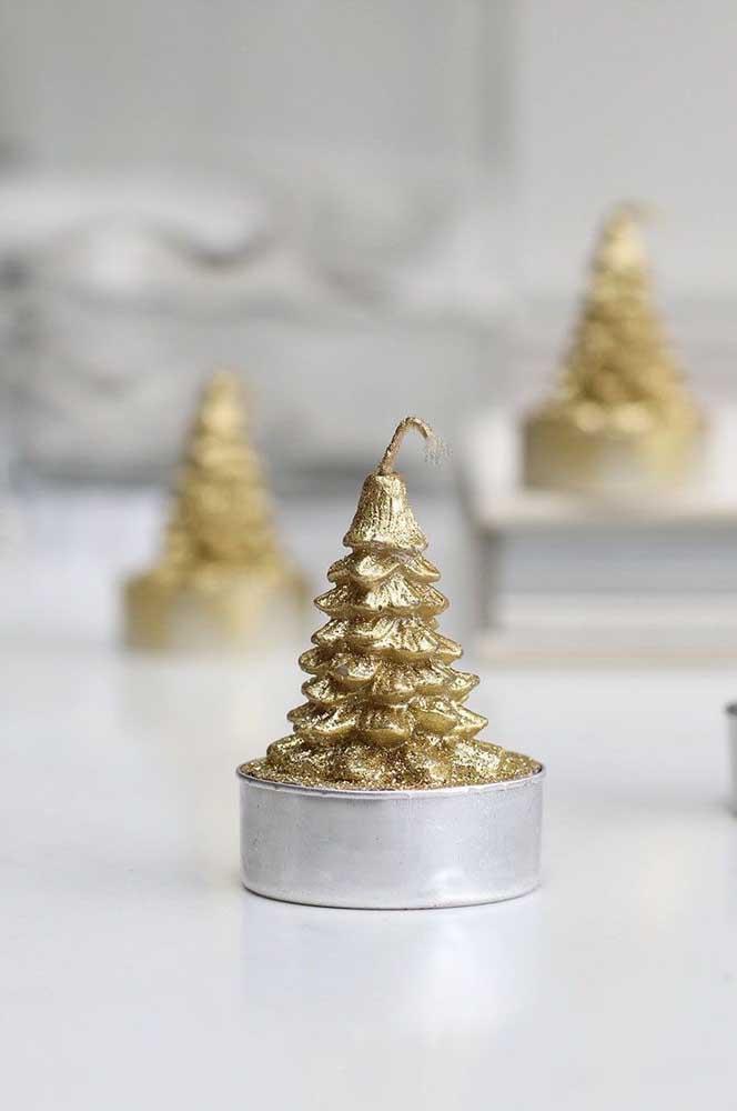 E que tal um pinheirinho dourado e iluminado para abrilhantar a noite de natal?
