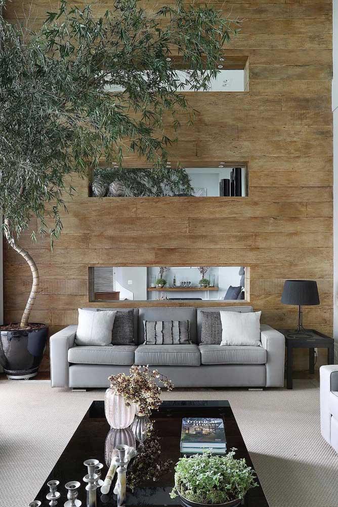 Mesa de canto quadrada acompanhando a altura e profundidade do sofá