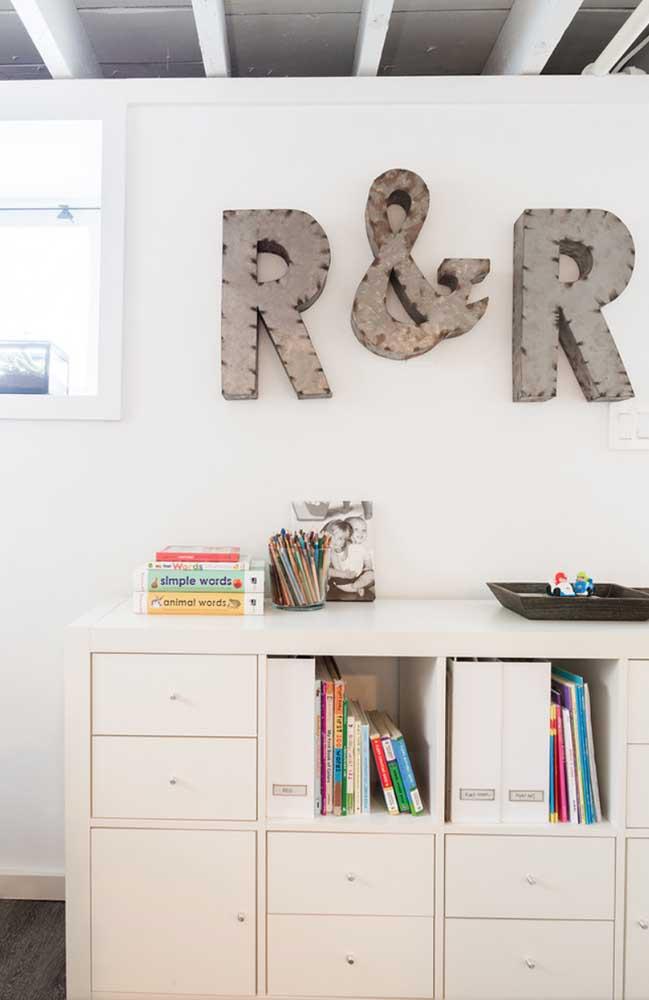 Letras decorativas modernas feitas com metal em 3D