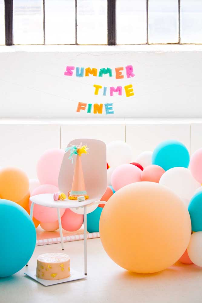 Letras decorativas para decorar o aniversário infantil. As cores não podem faltar!