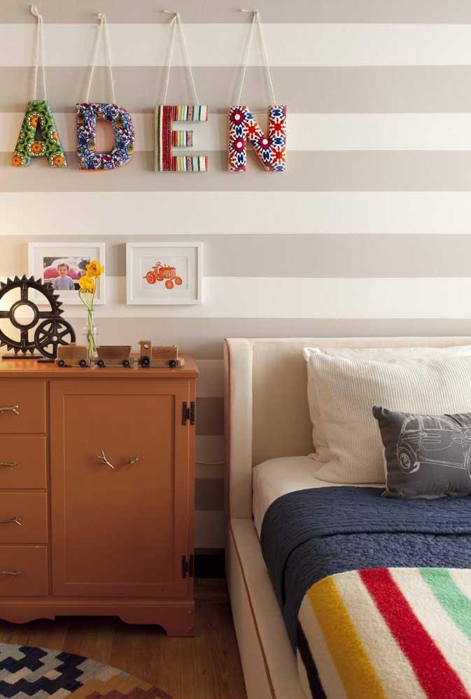 Olha que inspiração linda: Letras decorativas de tecido suspensas pela cordinha