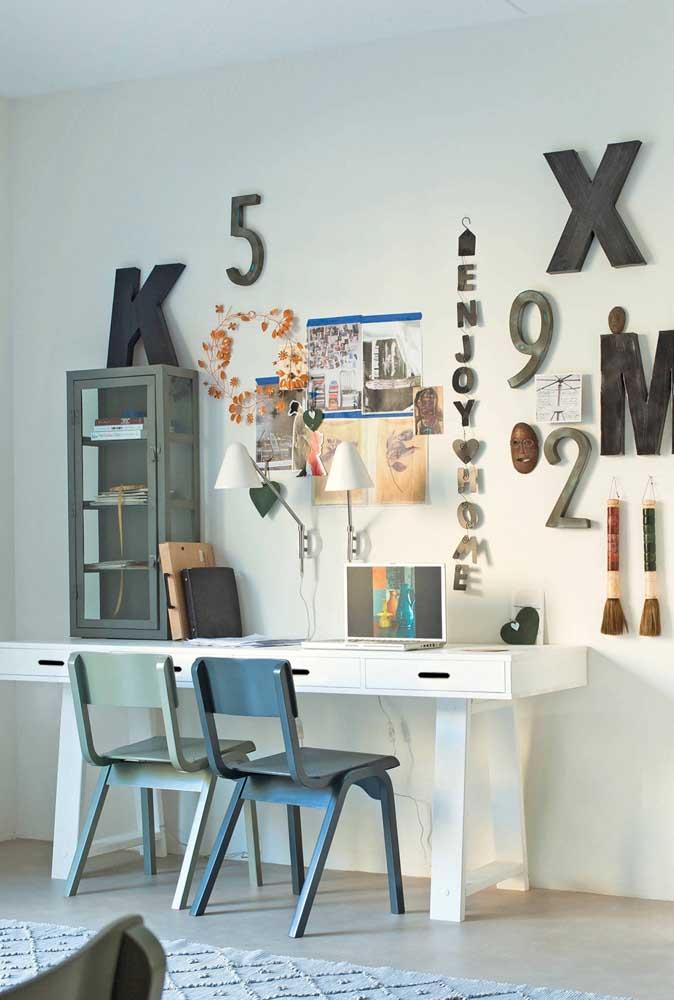 Letras e números decorativos para o escritório. Coloque-os na parede e sobre o móvel