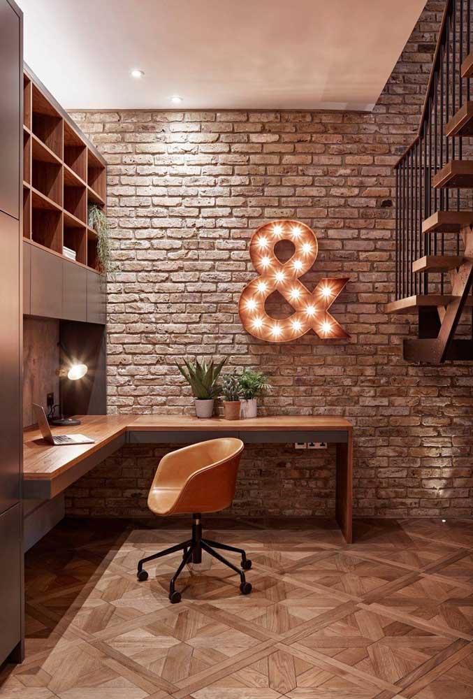 Letra decorativa iluminada para valorizar a decoração do home office