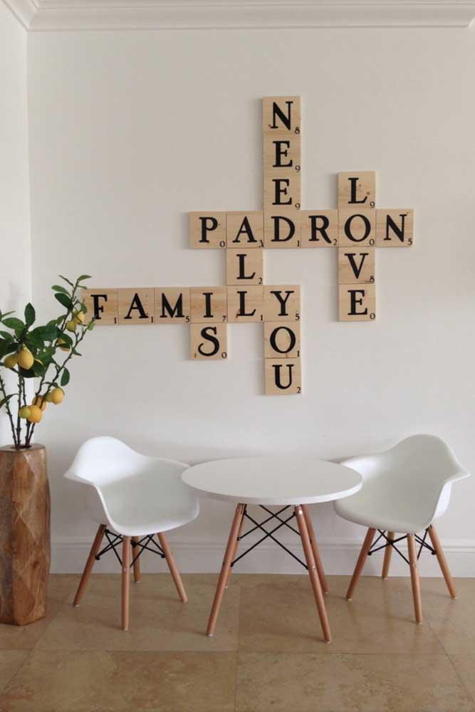 E que tal uma palavra cruzada feita de letras decorativas? Super criativo!