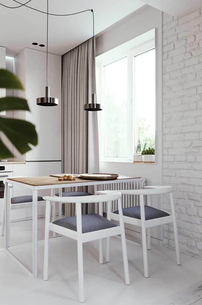 Cozinha branca moderna com piso porcelanato branco esmaltado
