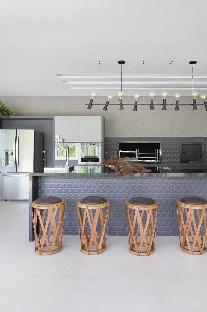 Porcelanato branco acetinado para a cozinha do espaço gourmet. Livre de acidentes e escorregões