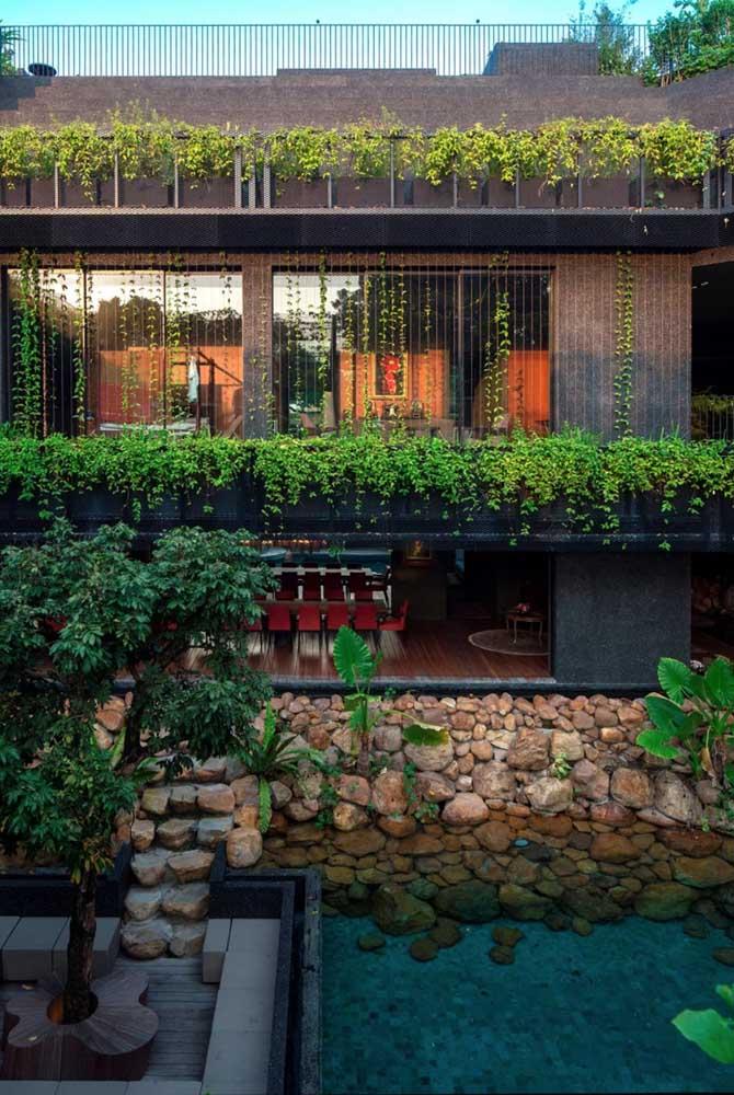 Um jardim na casa ou uma casa no jardim?