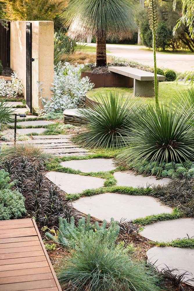 Um caminho de pedras para deixar o jardim mais receptivo