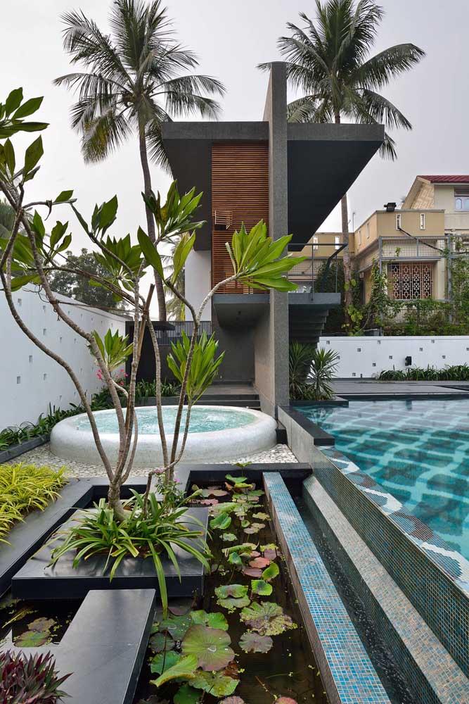 Jardim de águas: piscina e mini lago