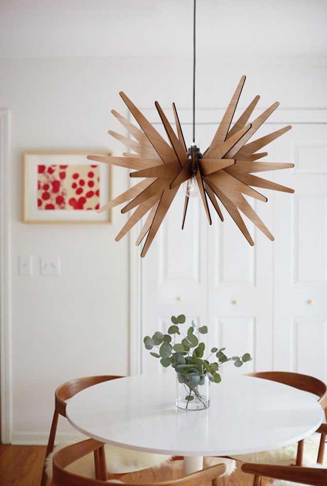 Modelo de lustre de MDF irreverente e criativo para a sala de jantar