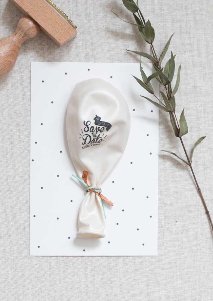 E que tal um balão para anunciar a data do casamento de um jeito diferente?
