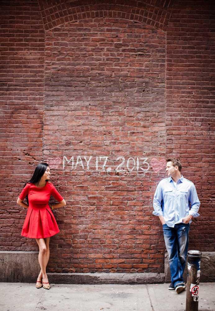 Um ensaio fotográfico com o Save the date também vai bem. Mande as fotos para os convidados