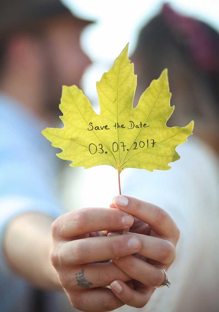 Uma folhinha para anunciar o Save the date. Singelo e romântico!