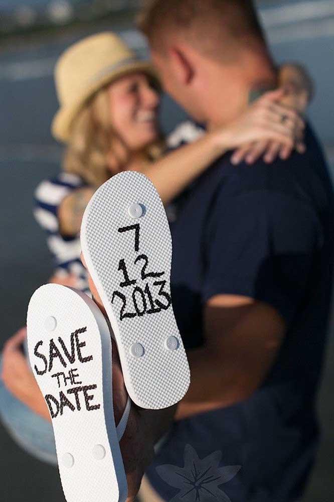 Save the date nos pés dos convidados