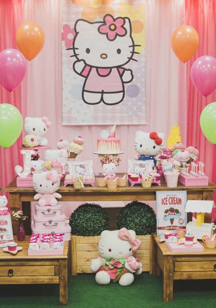 Na festa da Hello Kitty o centro da decoração tem que ser a personagem principal.